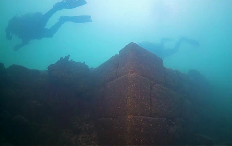 Древняя крепость на дне озера – осколок забытого царства