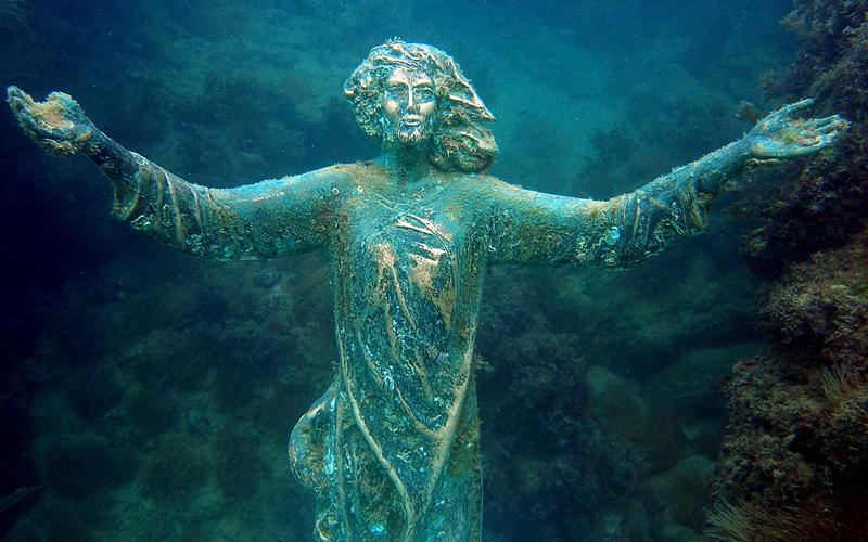 В Италии ищут украденную со дна моря статую Христа
