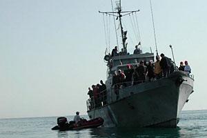 Погрузка экспедиции на пограничный катер