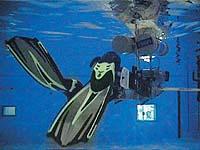 В плавательном бассейн