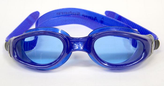 Очки для плавания Aqua Sphere KAIMAN TM с синими линзами.