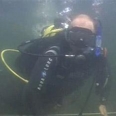 Путин погрузился с аквалангом в снаряжении Aqua Lung и нашел древние амфоры