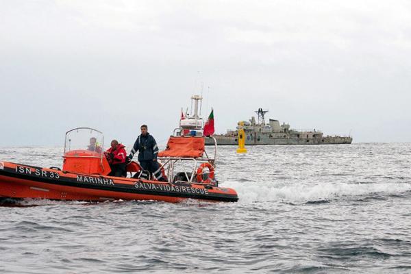 Португалия специально для дайверов затопила два военных корабля