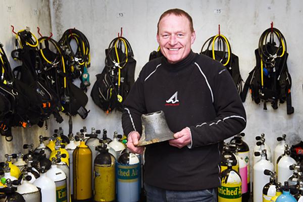 Дайвер нашел уже второй судовой колокол у берегов Шотландии