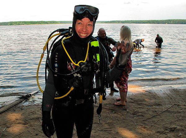 Чистый берег с компанией \'Aqua Lung\'