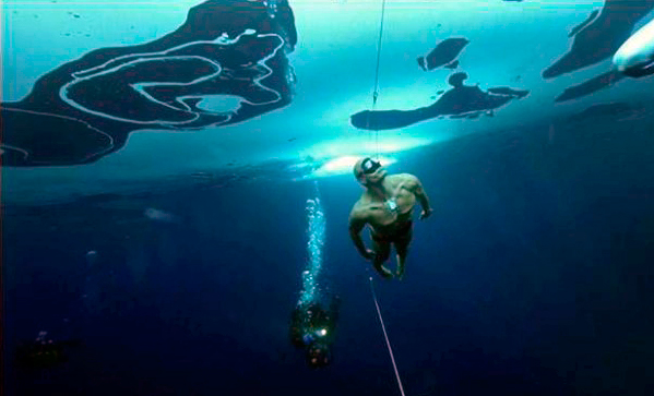 Фридайвер проплыл 76 метров подо льдом без гидрокостюма