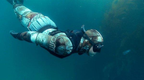 Новое поколение спасательного жилета для подводных охотников