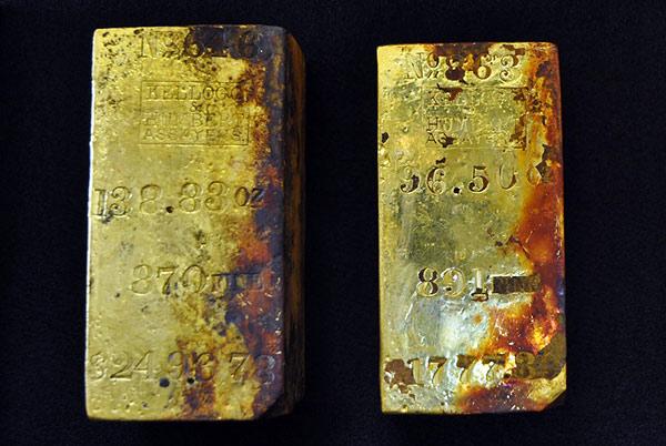 Охота за сокровищами: золотые слитки и монеты подняты со дна моря